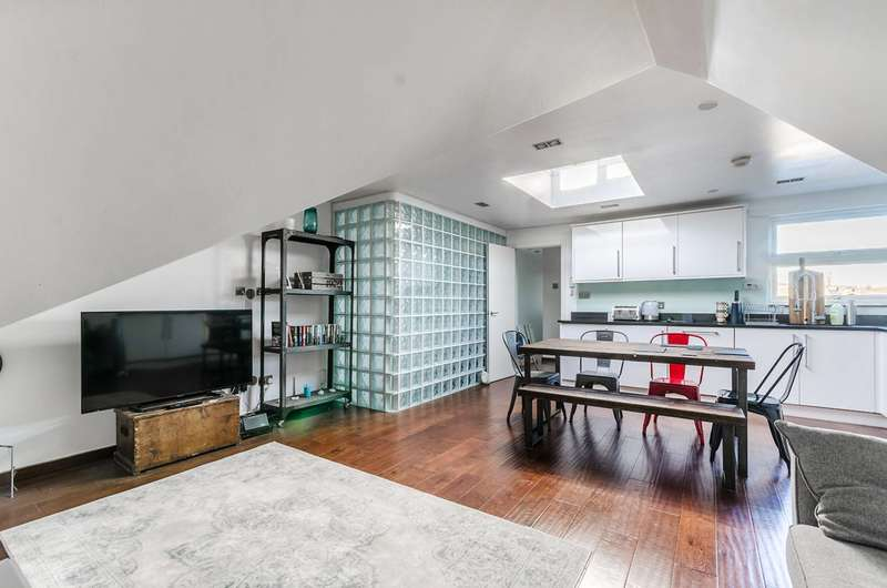 2 Bedrooms Flat for sale in Woolstone Road, Forest Hill, SE23