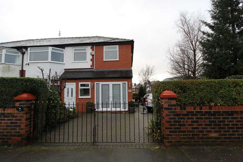 5 Bedrooms Semi Detached House for sale in Parksway, Prestwich