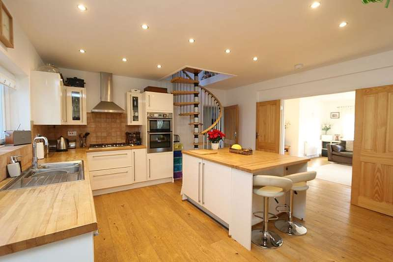 4 Bedrooms Detached Bungalow for sale in Woodland Road, Selsey, Chichester, West Sussex, PO20 0AL
