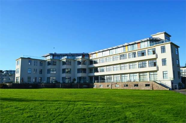 3 Bedrooms Flat for sale in Hayes Road, Sully, Penarth, South Glamorgan