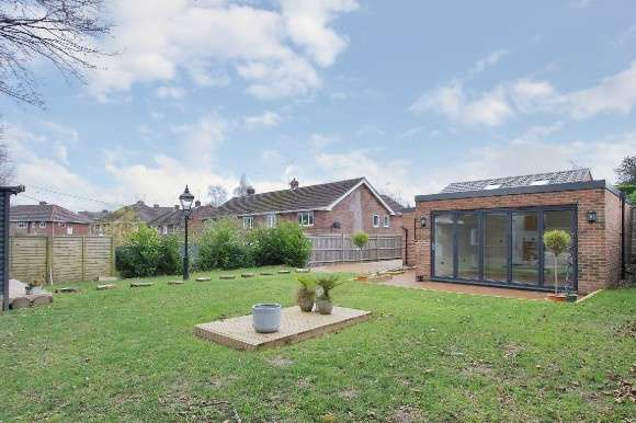3 Bedrooms Detached Bungalow for sale in Branksome Close, Chilbolton, Stockbridge