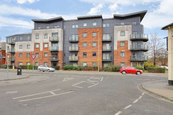 2 Bedrooms Flat for sale in Clarence Court, Bridge Street , Andover