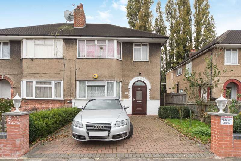 1 Bedroom Flat for sale in Connell Crescent, London