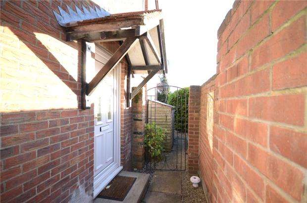 1 Bedroom House for sale in Derrick Close, Calcot, Reading