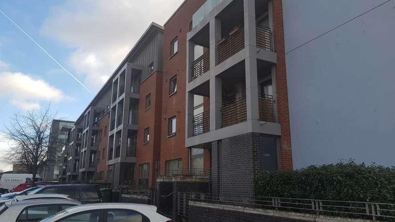 2 Bedrooms Flat for rent in Errol Gardens, New Gorbals