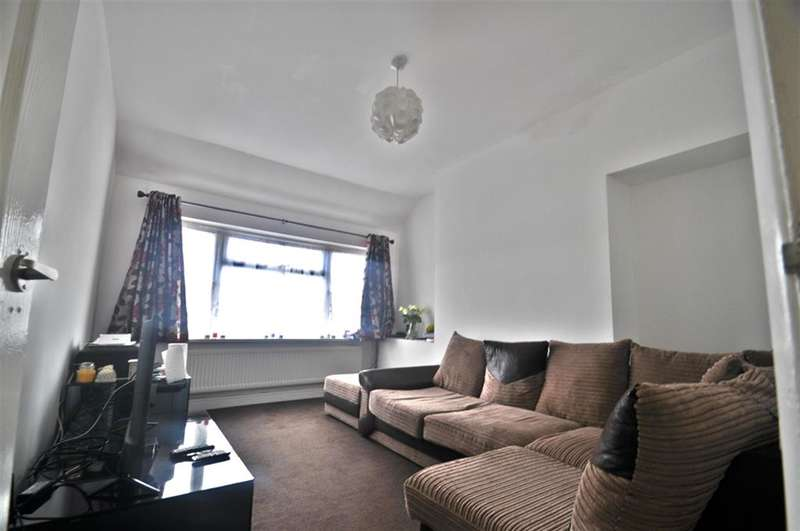2 Bedrooms Flat for sale in Wiltshire Avenue, Slough, SL2 1BB