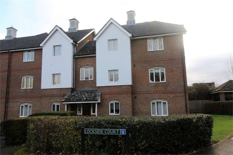 2 Bedrooms Flat for sale in Lockside Court, Aldermaston, READING, Berkshire