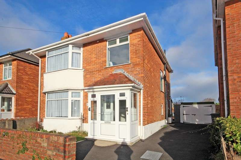 3 Bedrooms Detached House for sale in Iford Lane, Iford, Bournemouth