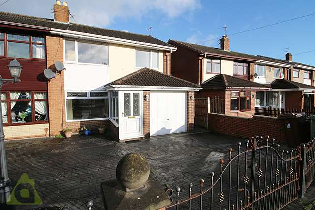 3 Bedrooms Semi Detached House for sale in Crossdale Road, Hindley Green WN2