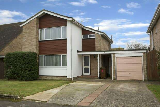 3 Bedrooms Detached House for sale in Springdale, Earley, Reading,