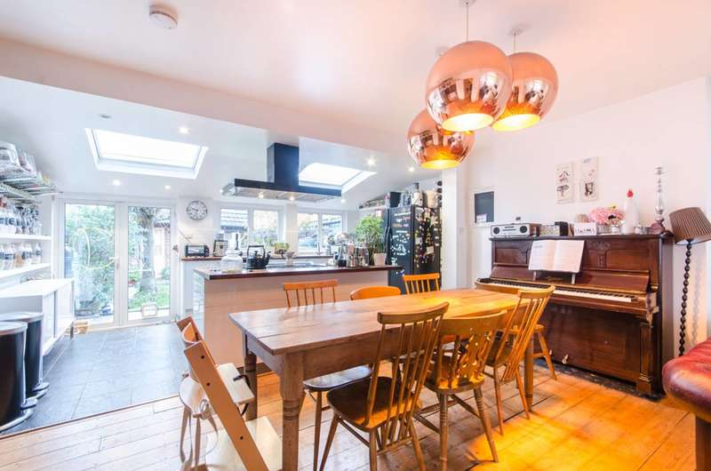 4 Bedrooms House for sale in Hill Road, Mitcham, CR4