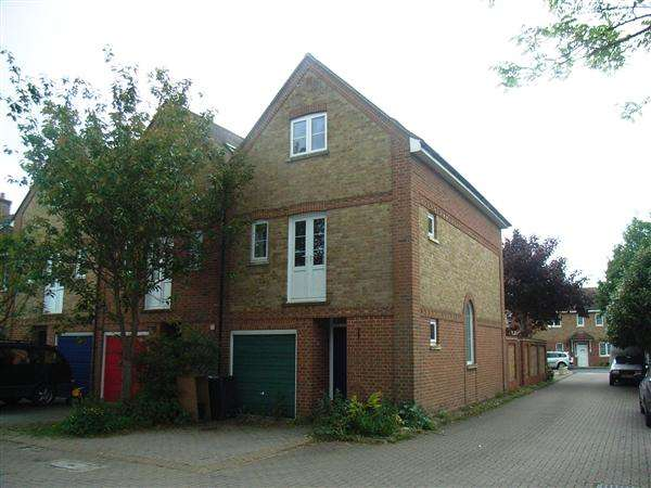 4 Bedrooms Semi Detached House for sale in Laurence Court, Ludgershall