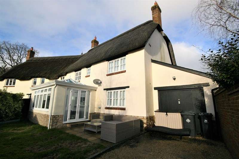 3 Bedrooms Semi Detached House for sale in Abbotts Meadow, Poole