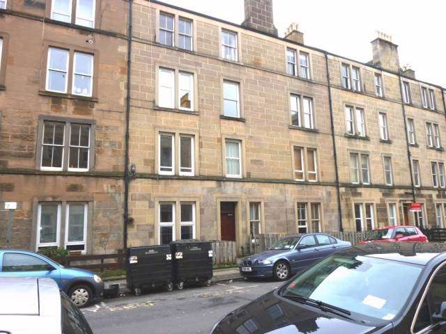 2 Bedrooms Flat for rent in Caledonian Place, Edinburgh,
