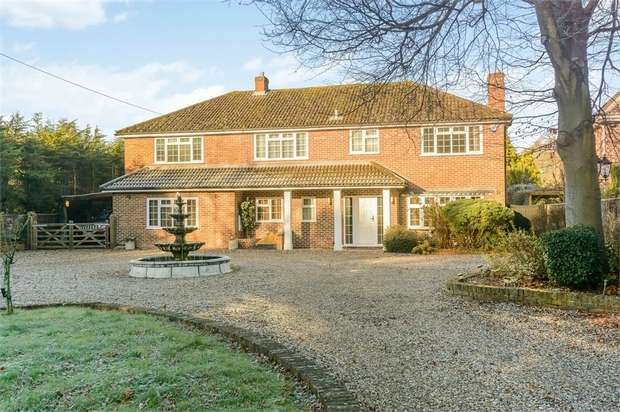 4 Bedrooms Detached House for sale in Reading Road, Padworth Common, Reading, Berkshire