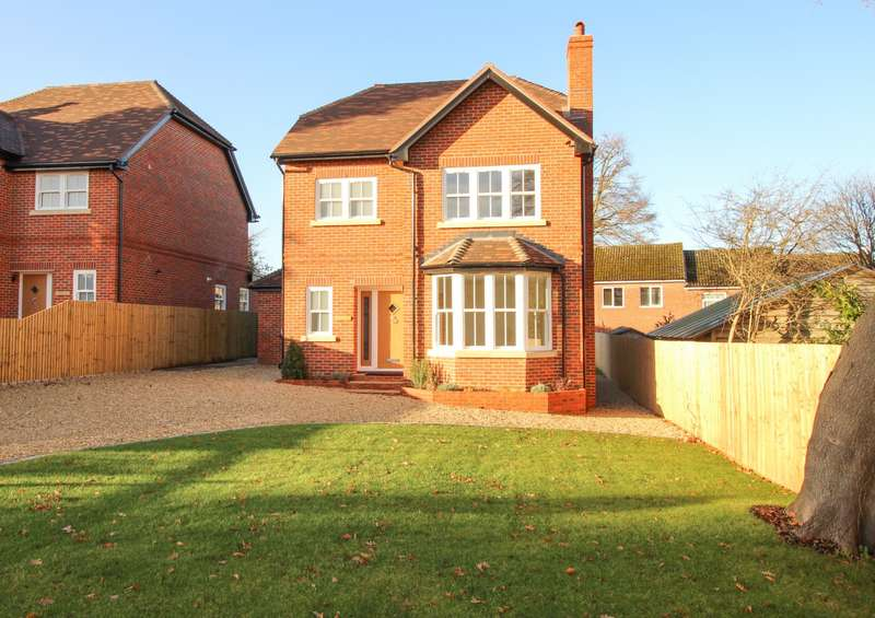 4 Bedrooms Detached House for sale in Grove Road, Sonning Common, RG4