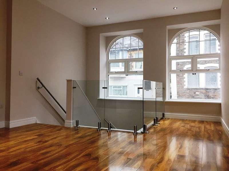 2 Bedrooms Apartment Flat for sale in Gladstone Street, Cross Keys, Newport
