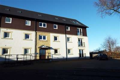 2 Bedrooms Flat for rent in River View, Stirling