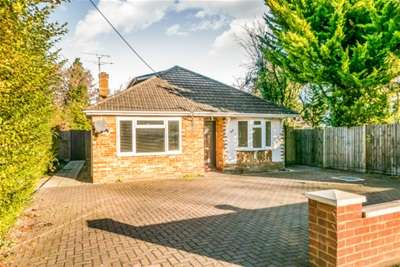 5 Bedrooms Detached Bungalow for rent in Ash Vale