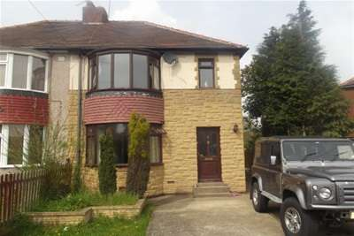 3 Bedrooms Semi Detached House for rent in Parkstone Crescent, Hellaby, Rotherham S66