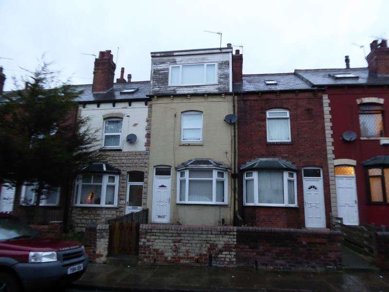 4 Bedrooms Terraced House for sale in Nowell Terrace, Harehills, LS9