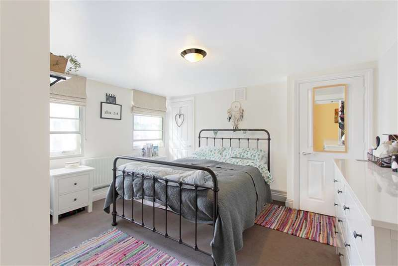 1 Bedroom Flat for sale in Addington Square, Camberwell, London, SE5 7LB