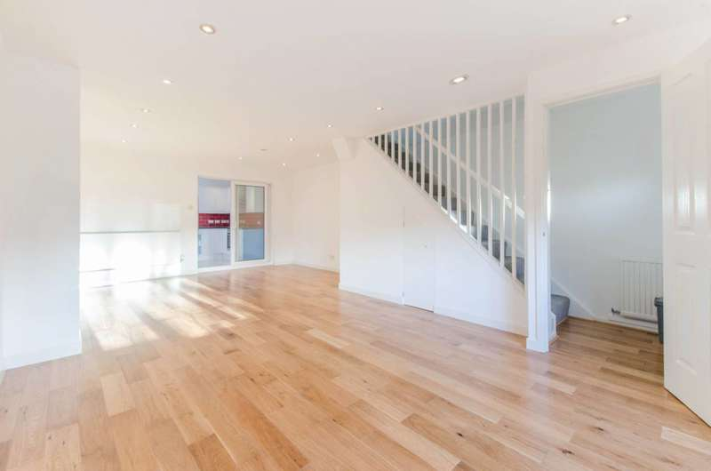 3 Bedrooms House for rent in Tarragon Close, New Cross, SE14