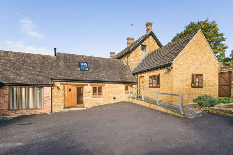 6 Bedrooms Farm House Character Property for sale in Main Street, Mollington, Banbury