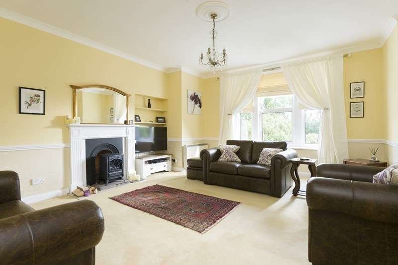 2 Bedrooms Apartment Flat for sale in Church Street, Wroxton, Banbury
