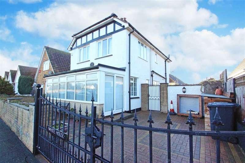4 Bedrooms Detached House for sale in Garden Road, Jaywick