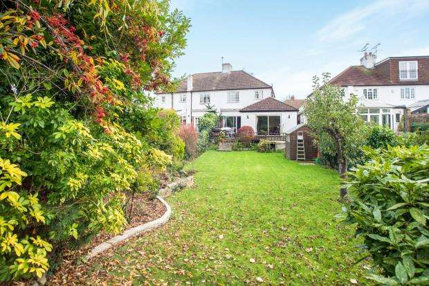 3 Bedrooms Semi Detached House for sale in East Molesey, Surrey