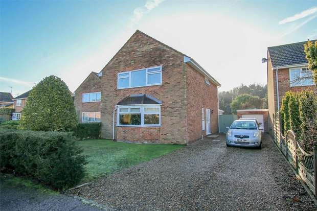 4 Bedrooms Detached House for sale in 18 Coniston Close, South Wootton