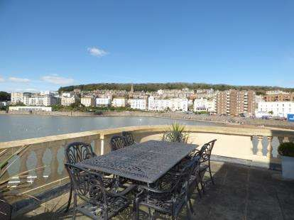 2 Bedrooms Flat for sale in Knightstone Causeway, Weston-Super-Mare, Somerset