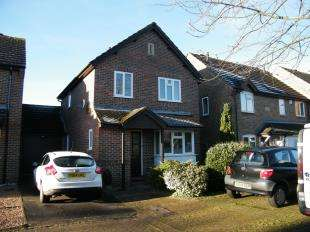 3 Bedrooms Link Detached House for sale in Rowley Court, Caterham, Surrey