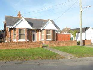 3 Bedrooms Bungalow for sale in Manor Road, Lydd, Romney Marsh, Kent