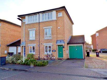 3 Bedrooms Semi Detached House for sale in Kathie Road, Bedford, Bedfordshire