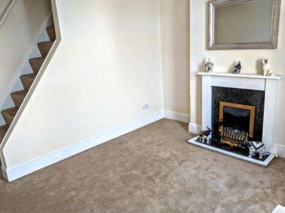 2 Bedrooms Terraced House for sale in Cardinal Street, Burnley, Lancashire, BB10