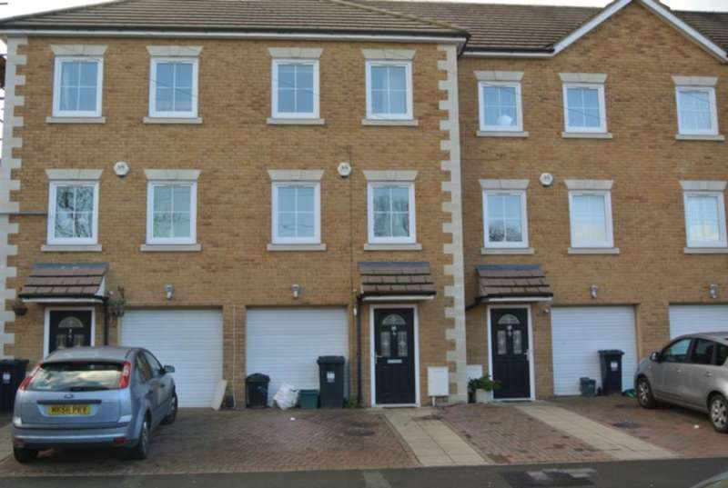 5 Bedrooms House for rent in Corban Road, Hounslow, TW3
