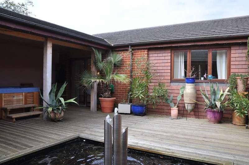 4 Bedrooms Detached Bungalow for rent in Priory Drive, Nettlestone
