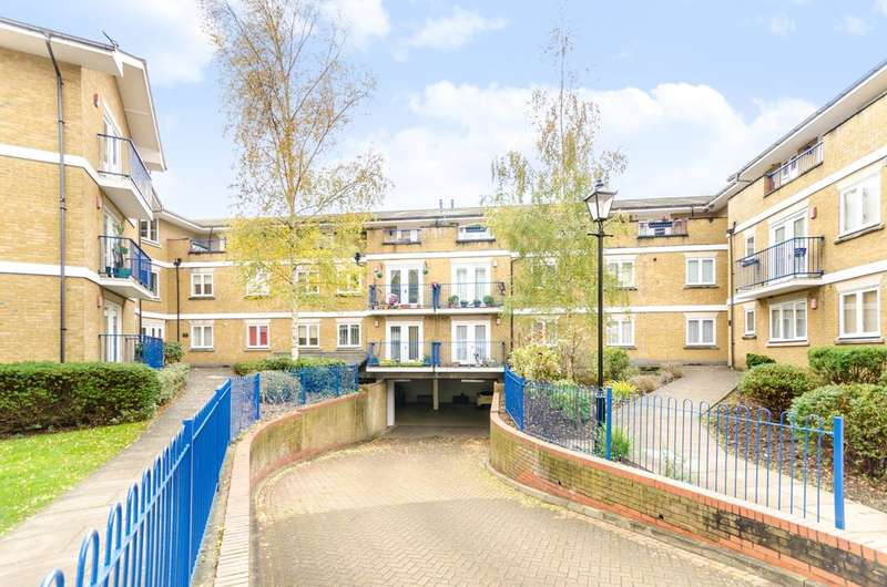 3 Bedrooms Flat for rent in Hill House Mews, Bromley, BR2