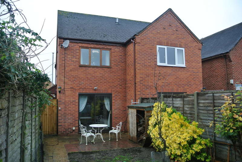 2 Bedrooms Semi Detached House for sale in Brewers Lane, Badsey