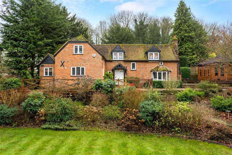 3 Bedrooms Detached House for sale in Kings Lane, Cookham Dean, Berkshire, SL6