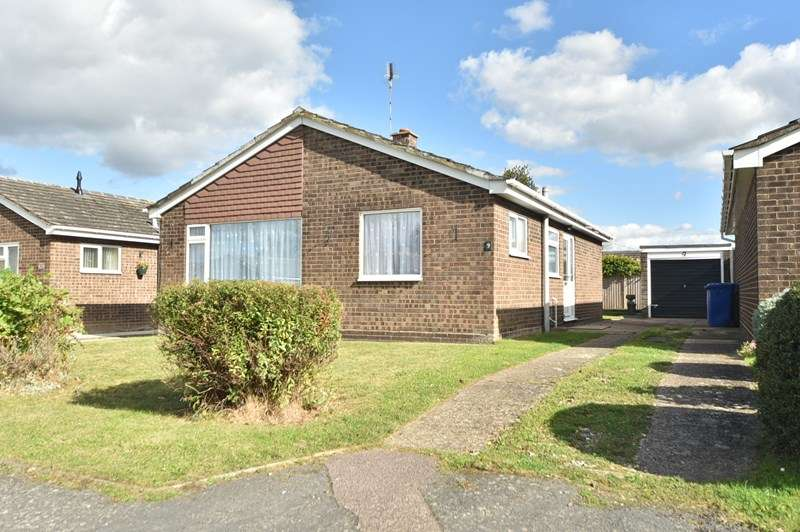 2 Bedrooms Bungalow for sale in Wentworth Drive, Mildenhall, BURY ST EDMUNDS