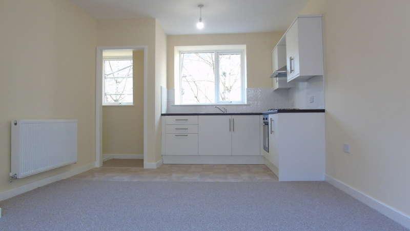 3 Bedrooms Terraced House for sale in Oxford Street, Pontycymer, Bridgend