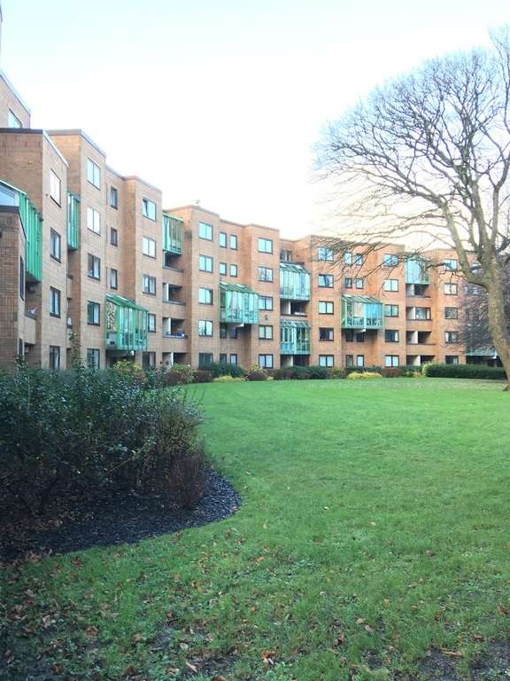 2 Bedrooms Flat for sale in The Crescent, Llandaff, Cardiff