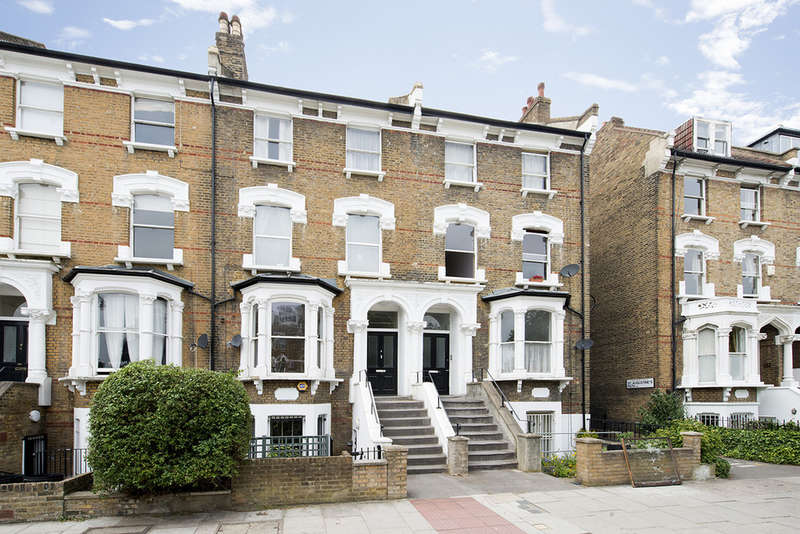 3 Bedrooms Maisonette Flat for sale in Petherton Road, London