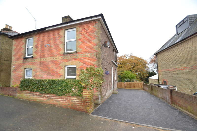 3 Bedrooms Semi Detached House for sale in Osborne Road, Ryde