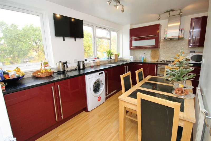 2 Bedrooms Apartment Flat for sale in Longcroft Rise, Loughton