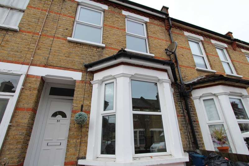 3 Bedrooms Terraced House for rent in Colchester Road, Southend On Sea