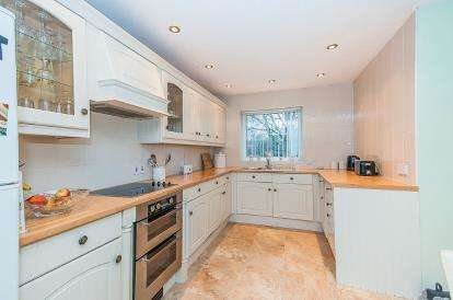 3 Bedrooms End Of Terrace House for sale in Linkside, Bretton, Peterborough, Cambridgeshire
